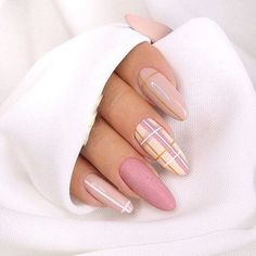 Simple Line Nail Art Designs You Need To Try Now line nail art design, minimalist nails, simple nails, stripes line nail designs Nail Art Design Gallery, Best Nail Art Designs, Nail Designs Spring, Spring Design, Line Nail Designs, Stylish Nails, Trendy Nails, Pink Nails, My Nails