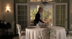 Something's Gotta Give is an eternal favorite for fans inspired by movie set decorating. Who doesn't love a classic beautiful Hampton's beach house! Something's Gotta Give House, Movie Set Decor, Beautiful Beach Houses, Beach House Decor, Home Decor, New Homes, Nancy Meyers, Dining Rooms, Dining Table