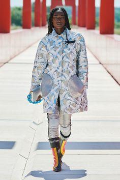 Louis Vuitton Resort 2022 Fashion Show | Vogue Vogue Fashion, Fashion Photo, Fashion Beauty, Fashion Looks, Luxury Fashion, Womens Fashion, Louis Vuitton Official Website, Capsule Outfits, All About Fashion
