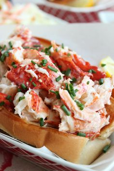 The Very BEST Lobster Roll Recipe // Video - The Suburban Soapbox Classic Lobster Rolls Lobster Dishes, Fish Dishes, Seafood Dishes, Seafood Recipes, Cooking Recipes, Lobster Salad, Seafood Salad, Shellfish Recipes, Salmon Recipes
