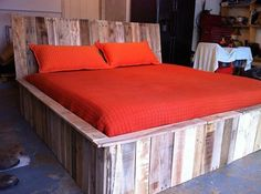 Pallet Bed Made From Home Discount! Diy Bed, Diy Pallet Bed, Furniture, Pallet Furniture Bedroom, Home Projects, How To Make Bed, Wood Pallet Projects, Home Decor, Contemporary Furniture