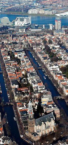 Amsterdam is altijd in beweging. We gaan terug naar een plek van toen. Deze week: Amsteldijk, 1972.