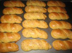 Sesame Greek Easter Cookies (Koulourakia)- I remember my Yia-Yia making these! Greek Sweets, Greek Desserts, Greek Recipes, Easter Cookie Recipes, Easter Cookies, Dessert Recipes, Easter Food, Greek Cookies, Greek Pastries