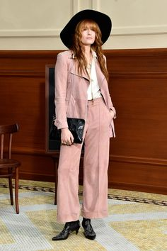 Florence Welch Photos - Florence Welch of Florence + the Machine attends the Chanel show as part of the Paris Fashion Week Womenswear Fall/Winter on March 2015 in Paris, France. - Front Row at Chanel Florence Welch Style, Chanel Fashion Show, Paris Fashion, Pink Suit, Cool Style, My Style, Front Row, Nice Dresses, Celebrity Style