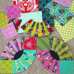 Mommy by day Crafter by night: Mini Quilt Circle Quilts, Strip Quilts, Mini Quilts, Quilt Blocks, Scrappy Quilts, Quilting Tutorials, Quilting Projects, Quilting Designs, Fish Quilt