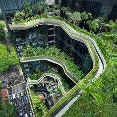 Kompozycja dachowych ogrodów, basenów, wodospadów i zielonych ścian na powierzchni około 15 000 m² to Hotel Pickering zaprojektowany przez WOHA. http://www.sztuka-krajobrazu.pl/548/slajdy/architektura-krajobrazu-ndash-hotel-jak-ogrod