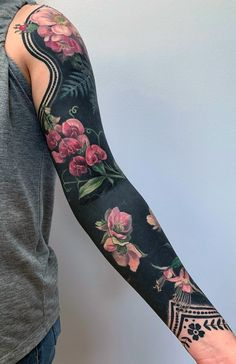 Delicate Flowers Blossom From Inky Black Backgrounds in Esther Garcia's Stylized Botanical Tattoos - Delicate Flowers Blossom From Inky Black Backgrounds in Esther Garcia's Stylized Botanical Tattoo - Esther Garcia, Botanisches Tattoo, Cover Tattoo, Body Art Tattoos, Cool Tattoos, Tattoo Wolf, Hip Tattoos, Stomach Tattoos, Celtic Tattoos