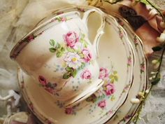 ❥ Pretty floral vintage teacup & saucers
