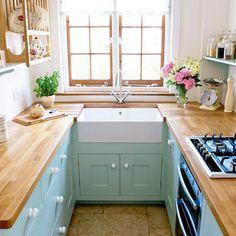 <p>Små snygga och kreativa kök som inte ger avkall på vare sig förvaring, bänkyta eller stil. Inspireras av dessa små fina kök, säkert finns det något att ta tillvara på.</p>