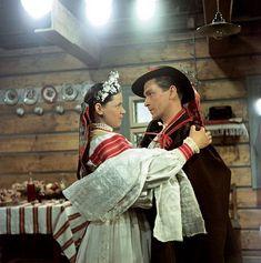 slovak bride Folk Costume, Costumes, Goodbye Gifts, Wedding Wreaths, Russian Folk, Clothes Crafts, Folklore, Old World, Ukraine