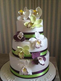 """""""Gateau orchidées"""" ~ orchid's are all of made of sugar paste ~ entirely edible Cake Cookies, Cupcake Cakes, Cupcakes, Crazy Cakes, Fancy Cakes, Gorgeous Cakes, Amazing Cakes, Orchid Cake, Cake Decorating"""