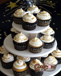 Simple gold, black and white graduation cupcakes