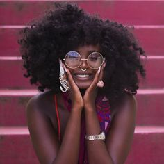 Health Hair Care Advice To Help You With Your Hair. Do you feel like you have had way too many days where your hair goes bad? Pretty People, Beautiful People, Beautiful Eyes, Beautiful Pictures, Style Afro, Curly Hair Styles, Natural Hair Styles, African American Makeup, Moda Retro