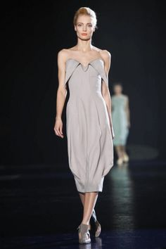 Mugler Ready To Wear Fall Winter 2013 Paris | Tapered dress with lovely sweetheart detailing |#FW2013 #PFW