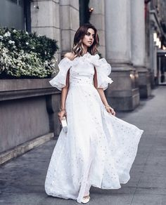 It's time to pick a graduation dress, and we are happy to present you our photo gallery featuring the most suitable and pretty dresses for one of the most significant moments in your life. Vestido Dot, Dot Dress, Dress Up, Vestidos Plus Size, Glamour, Vacation Dresses, Facon, Dress Brands, Pretty Dresses