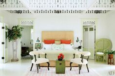 Ten years ago, interior designer Celerie Kemble set out to build her dream vacation spot on the picture-perfect northern shore of the Dominican Republic. The latest Architectural Digest puts Playa. Diy Home Decor Rustic, Coastal Decor, Decor Diy, Coastal Living, Tropical Bedrooms, Tropical Homes, Modern Tropical, Tropical Style, Celerie Kemble
