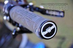 "Knolly Warden Carbon ""black star"" custom - custom bike by www.bikeinsel.com #Knolly #WardenCarbon #bikeinsel #SramEagle #Foxracingshox #Ibis Carbon Black, Black Star, Custom Bikes, Stars, Custom Motorcycles, Sterne, Custom Bobber, Star"