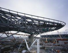 Centro Acuático de los Juegos Olímpicos de Londres 2012 / Zaha Hadid Architects Puedes navegar usando el teclado [las teclas izquierda y derecha de tu teclado cambian las imágenes, izquierda vuelve y derecha avanza]