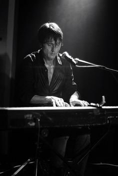 Brett Anderson @ Club Academy, Manchester, (11/10/11) by magicube77 (shay), via Flickr