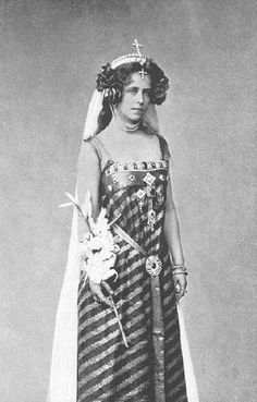 Queen Marie of Romania. Granddaughter of Queen Victoria. Good old Queen Marie. She's so utterly improbable. Queen Mary, King Queen, Queen Elizabeth, Victoria And Albert, Queen Victoria, Romanian Royal Family, Princess Alexandra, English Royalty, Royal Jewels
