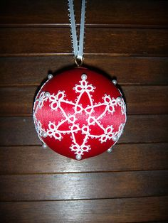 Tat Snowflake from Terry the Tatter in book called Tatted Ornaments
