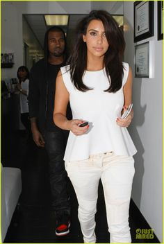 She's usually done up to the nines, but it looks as though Kim Kardashian is secure enough around her beau to let him see her bare-faced. Cut My Hair, New Hair, Kim Kardashian Kanye West, Layered Hair, Dream Hair, Hair Dos, Hair Inspiration, Short Hair Styles, Kim K Short Hair