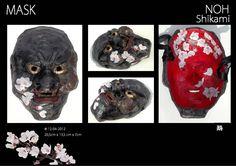"""Japanse Noh maskers zijn traditionele Japanse Maskers. Vervaardigd uit reyclagemateriaal en papier-maché, bezet met papiermozaïek en vernist. Portreteert een geweldadige en kwaadaardige geest of monster zoals de personages in het tweede deel van """"Tsuchigumo"""" en """"Momijigari"""".  Oorspronkelijk is de term Shikami een samensmelting van shishi and kami, wat respectievelijk betekent """"leeuw"""" and """"beet,"""" . Het masker vertegenwoordigt een leeuw die iets bijt."""