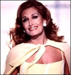 """Dalida chante """"Si la France"""" lors du """"Numéro 1"""" du jour de l'an 1982 consacré à la chanteuse, émission de Maritie et Gilbert Carpentier. La chanson est signée Guy Béart."""