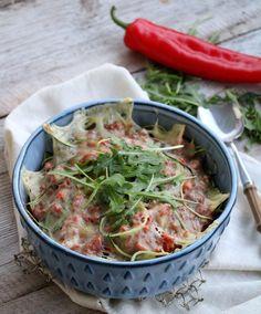 Ny (kjøttfri) mandag! Er du klar for ei ny veke? Eg starter som alltid med en kjøttfri rett, og idag er det gratinert vegetarbolognese på menyen. I bunnen finner du squashgetti, altså spagetti av squash. Denne bevarer en god konsistens og smak,en perfekt måte å få i seg meir grønnsaker på 🙂 Squashgettien kan naturligvis …