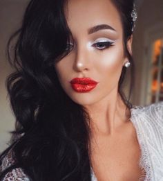 """""""Holiday glam ________________ Products used Brushes / Eyes palette matte black liner/…"""" Beauty Art, Beauty Women, Beauty Makeup, Beauty Hacks, Hair Beauty, Beauty Tips, Holiday Makeup Looks, Holiday Looks, Stunning Eyes"""