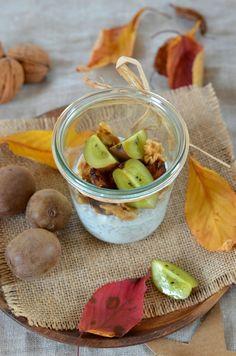 Depuis que j'ai testé les graines de chia j'en suis adepte pour le petit-déjeuner.Pour cette recette de Chia pudding aux kiwi, datte et noix.