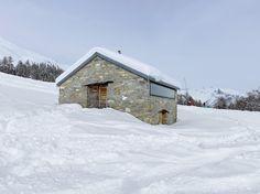 Petite grange réhabilitée par Savioz Fabrizzi Architectes.