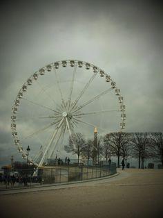 Grande Roue at Place de la Concorde (Paris).