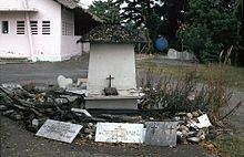 According to the International Commission of Inquiry on East Timor's report to the Secretary-General of the United Nations, several hundred persons had sought refuge in the Ave Maria church from attacks of the pro-Indonesia Laksaur militia in the city. Then the militia, with the support of the military of Indonesia, killed up to 200 people.