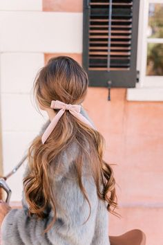j crew hair bow . Hair Inspo, Hair Inspiration, Inspiration Quotes, Crew Hair, Pretty Hairstyles, Classy Hairstyles, Blonde Hairstyles, Medium Hairstyles, Headband Hairstyles