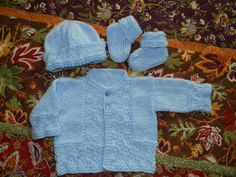 See previous pin of Basketweave Baby Set. Here it is in solid blue and the pattern is more visible. Just love this little set from Creative Knitting Premier issue.