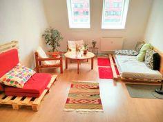 In Dieser Schonen Berliner Wohnung Besteht Fast Die Komplette Wohnzimmereinrichtung Aus DIY Mobeln Sofas