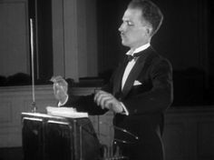 Theremin, the ultimate instrument for Halloween music!
