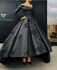 top trends fashion dresses for women's. Discover latest clothing trends from fashion's top designers, cute women's dresses online . Discover various styles and materials of dresses for women . Elegant Dresses, Pretty Dresses, Vintage Dresses, Beautiful Gowns, Beautiful Outfits, Gorgeous Dress, Beautiful Gorgeous, Prom Dresses, Formal Dresses
