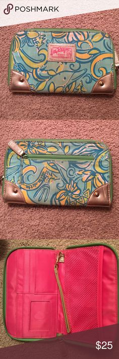 Lilly Pulitzer Delta Delta Delta print wallet Slightly used wallet with the TriDelta Lilly print. Inside is in great condition. Lilly Pulitzer Bags Wallets