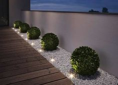 "Gartenleuchten – schönes Licht für draußen: Mobil: LED-Gartenleuchte ""Oco"" von Santa & Cole Just as big as two paperclips are the ""Noxlite LED Garden Spots"" from Osram. Nine of them are connected to a 10 meter cable with … Back Gardens, Outdoor Gardens, Small Front Gardens, Modern Front Yard, Front Yard Ideas, Front Garden Ideas Driveway, Front Yard Decor, Front Walkway, Modern Fence"