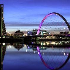 Glasgow, menos accesible que Edimburgo o Londres pero, gracias al buscador en línea, Reservalis, más asequible, no te pierdas la oportunidad de viajar a una ciudad llena de festivales y bares con música en vivo.    http://www.reservalis.com/vuelos/glasgow/
