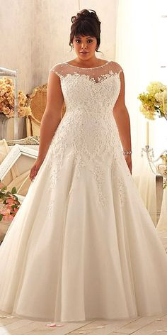 We have selected beautiful plus-size wedding dresses. These dresses have excellent design. Find the dress of your dreams and be the most attractive bride.