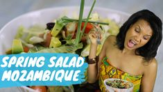 This tropical salad is the ideal option for a light and healthy meal and can be prepared in a few simple steps. Spring Salad, Food Videos, Tropical, Healthy Recipes, Meals, Simple, Youtube, Craft, Meal