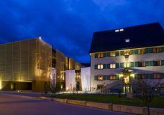 Kuscheln im Kuschelhotel GAMS im Bregenzerwald Das Hotel, Hotels, Multi Story Building, Mansions, House Styles, Places, Home Decor, Wellness, Round Tower