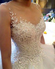 Detalhes perfeitos!  . #universodasnoivas #noiva #weddings #wedding #weddingday #weddingdress #casamento #casamentos #vestido #vestidos #vestidodenoiva #madrinha #evento