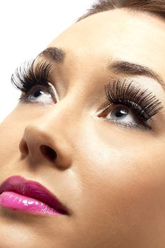 Fake black lashes.: For THE killer look, fake black lashes, with an auto-adhesive strip. For adults.