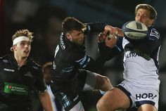 Ali Price of Glasgow Warriors vies with Francois Steyn of Montpellier during the European Rugby Champions Cup match between Glasgow Warriors and Montpellier at Scotstoun Stadium on December 2017 in Glasgow, Scotland. South Africa Rugby, World Cup Final, Rugby World Cup, Glasgow Scotland, Montpellier, Yokohama, Warriors, Ali, Champion