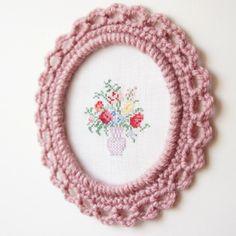 free crochet pattern: ornate picture frame | JaKiGu