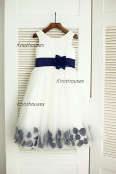 Hey, I found this really awesome Etsy listing at https://www.etsy.com/listing/201772222/ivory-satin-tulle-navy-blue-flower-sash